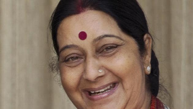Bansuri Swaraj, daughter of former external affairs minister Sushma Swaraj, immersed her mother's ashes in the Ganga river.(AP photo)