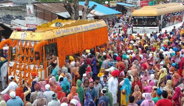 The nagar kirtan from gurdwara Nankana Sahib at Rupnagar on Friday.(HT PHOTO)