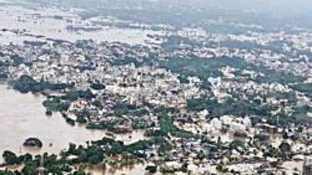 Maharashtra, August 8 (ANI): Flooded areas of Kolhapur, Sangli & Satara seen by an aerial survey during Devendra Fadnavis took the stock of flood situation on Thursday. (ANI Photo)