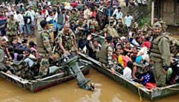 Karnataka, Aug 09 (ANI): Indian Air Force teams carry out flood relief operations in Belagavi on Friday. (ANI Photo)