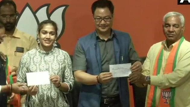 Wrestler Babita Phogat, father join BJP in the presence of Union sports and youth affairs minister Kiren Rijiju, party's general secretary in-charge of Haryana Anil Jain and its state chief Subhash Badala.(Twitter/@ANI)