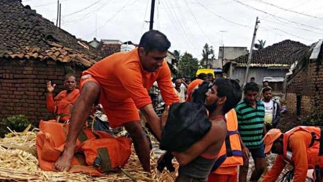 National Disaster Response Force (NDRF) continue the rescue and relief operations in Shirol, Kolhapur on Tuesday. NDRF teams also carrying fodder with them for affected animals.(ANI Photo)