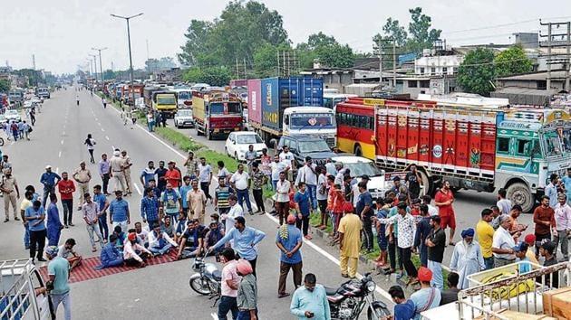 Ravidas community holding protest on the national highway - Jalandhar - Amritsar, in Jalandhar.