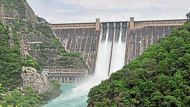 Keeping tabs on the water level, the BBMB last week increased the water outflow from 20,000 cusecs to 31,615 cusecs.(Bharat Bhushan/ Hindustan Times)