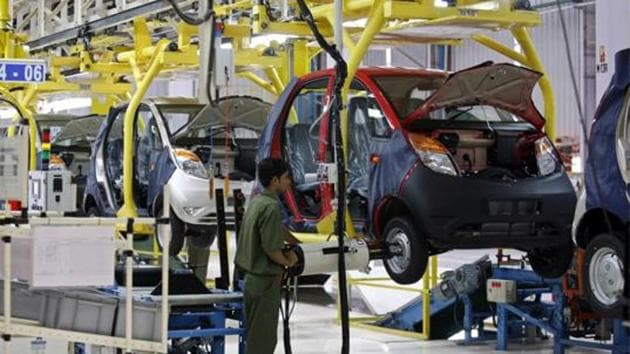 Sales of passenger vehicles to car dealers fell 30.9% to 200,790 in July, data released by the Society of Indian Automobile Manufacturers (SIAM) showed.(Reuters file photo)