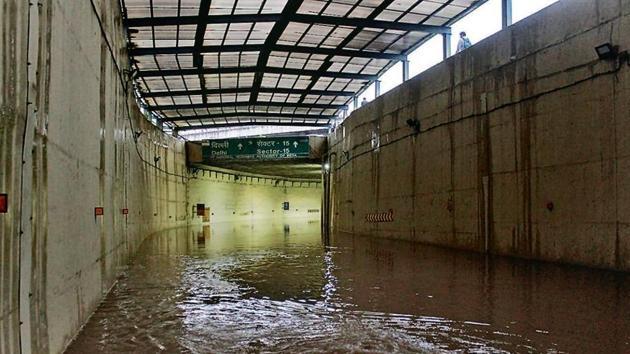 The Rajiv Chowk underpass was shut in the evening following massive waterlogging.(Yogendra Kumar/HT PHOTO)