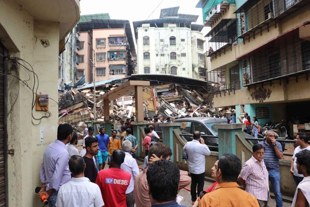 This is the second such incident to take place in Ulhasnagar camp 3 area in this week.(HT Photo)