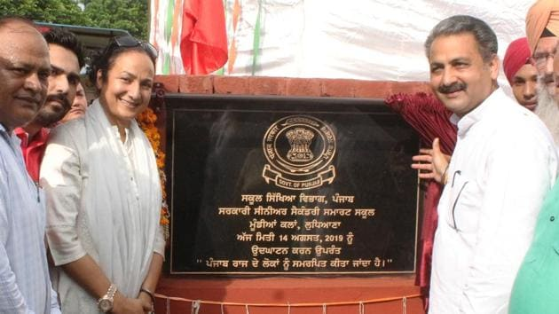 Education minister Vijay Inder Singla laying the foundation stone of smart classes at Mundi Kalan, Ludhiana on Wednesday.(HT PHOTO)