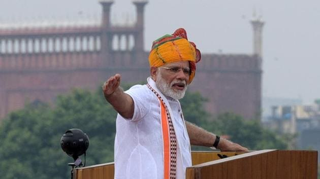 Prime Minister Narendra Modi addresses the nation from the rampart of Red Fort during the 73rd Independence Day, in New Delhi, India, on Thursday, August 15, 2019.(Mohd Zakir/HT PHOTO)