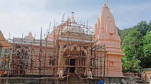The illegal Balayogi Shree Sadanand Maharaj Ashram situated inside Tungareshwar Wildlife Sanctuary.(HT image)