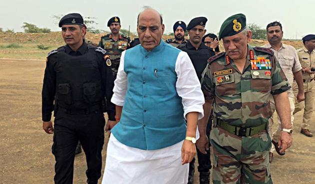 Defence minister Rajnath Singh and Army chief Bipin Rawat, Pokhran, August 16(ANI)