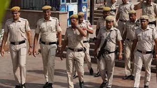 Singh — nicknamed 'Chhote Sarkar' — has a long criminal record and was recently summoned to the police headquarters in Patna for giving his voice sample in connection with a bid on the life of a Mokama-based contractor.(HT FILE)
