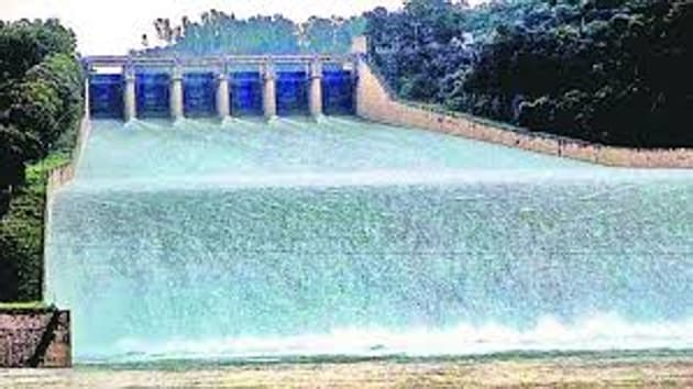 BBMB chairman DK Sharma maintained that authorities will continue to release 19,000 cusecs of water from the flood gates.(HT image)