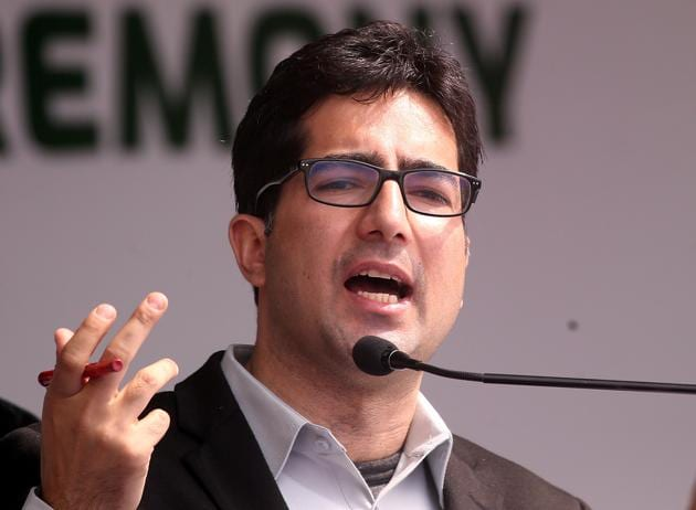 Shah Faesal, the IAS topper who quit the civil services to launch his political party this year, moved to the Delhi High Court challenging his detention at the Delhi airport from where he was sent back to Jammu and Kashmir.(Reuters file photo)