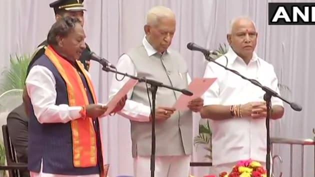 KS Eshwarappa takes oath as Karnataka Cabinet Minister in Bengaluru.(ANI photo)