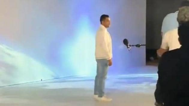 MS Dhoni during a photoshoot.(Twitter)