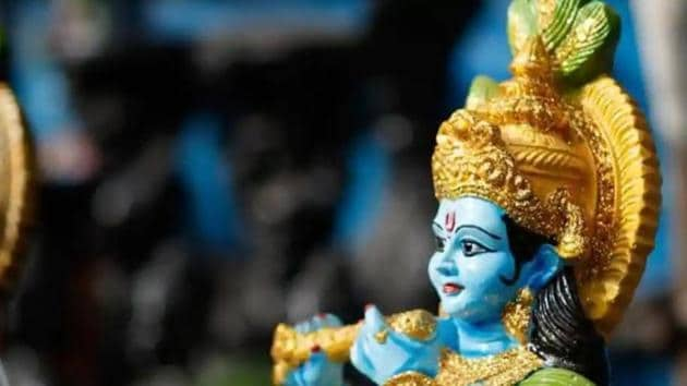 Krishna Janmashtami 2019: Devotees fast and sing devotional songs for Krishna at midnight when he was born. After the midnight hour, statues of baby Krishna are washed and placed for worship.(Shutterstock)