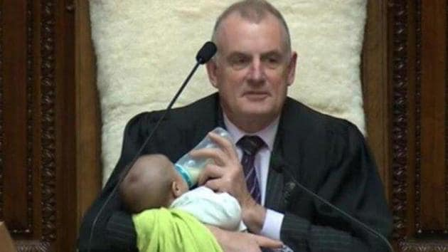 During the session, father-of-three Trevor Mallard took on the role of babysitter as well as Speaker of New Zealand.(Photo: @SpeakerTrevor/ Twitter)