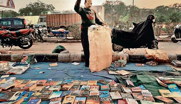 This mile-long pavement market for second-hand books in Walled City's Darya Ganj became history after the Delhi High Court ordered the North Delhi Municipal Council last month to shut down the weekly bazaar.(HT Photo)