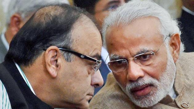 Prime Minister Narendra Modi with former finance minister Arun Jaitley.(PTI Photo)