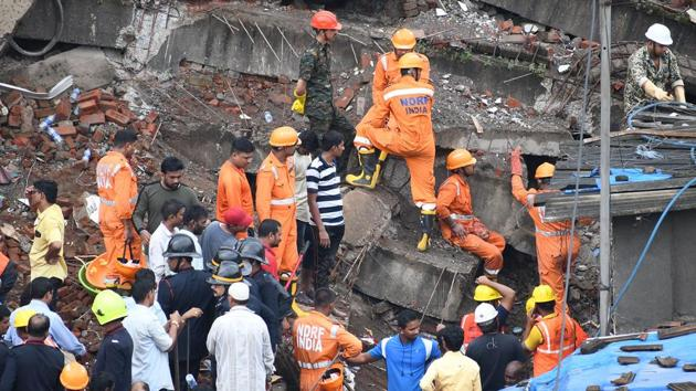 Two died and five were injured when the ground plus four floored Munnavar building collapsed in Bhiwandi Shanti nager area on Saturday around 1.15am. Twenty-two families were evacuated from the building which was illegally built. The rescue operation was carried out by TDRF and NDRF team.(Praful Gangurde/ HT Photo)