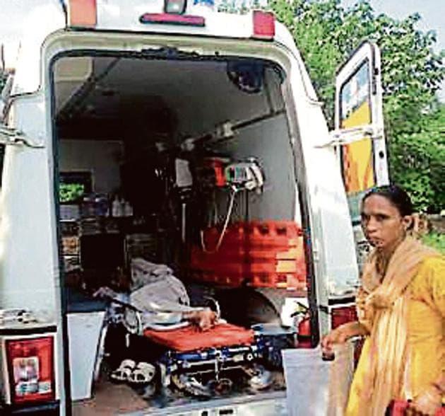 Ashok Jain being taken back home after surgery.(HT image)
