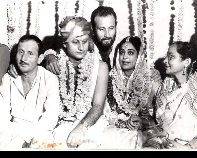 Anupam Kher shares wedding pic to wish wife Kirron Kher on anniversary, says 'loved the lived quality of our lives together'  |  Bollywood - Hindustan Times