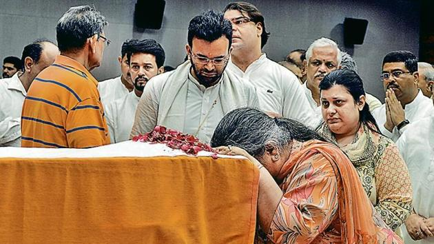 Arun Jaitley's family pays last respects to him at the BJP headquarters in New Delhi on Sunday.(ANI Photo)