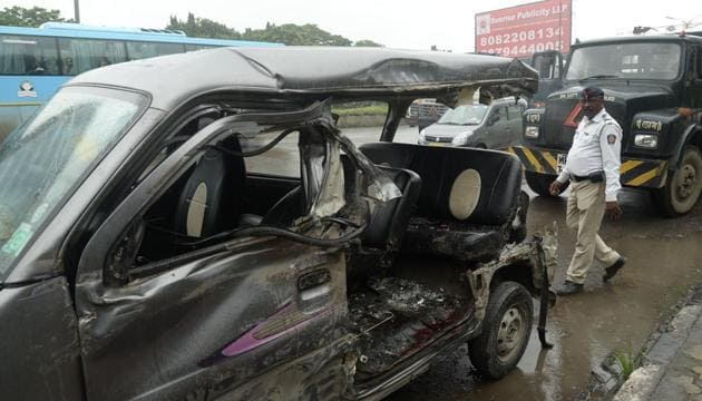 Three people were reportedly in a vehicle pile-up on Sion-Panvel at highway near Juinagar. in Navi Mumbai,on Sunday, August 25, 2019.(Bachchan Kumar / HT Photo)