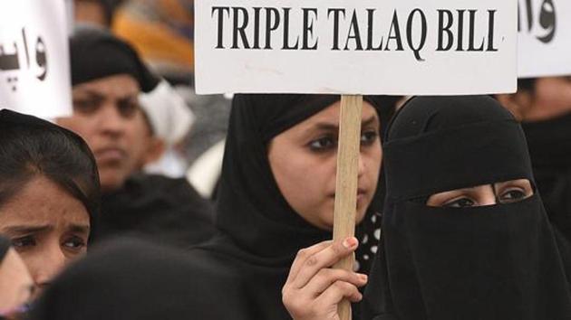 Muslim women protest against Triple Talaq Bill.(Raj K Raj/HT PHOTO)