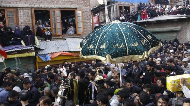 People have been trying to meet the leader of the Shia Association to get instructions on Muharram procession.(Waseem Andrabi/ Hindustan Times)