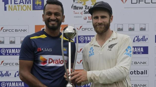 Sri Lanka's captain Dimuth Karunaratne and New Zealand captain Kane Williamson pose with the trophy.(AP)