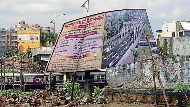 The MSRDC hoarding on Kalyan-Shilphata stretch details how the Patripool will look.(Rishikesh Choudhary/HT Photo)