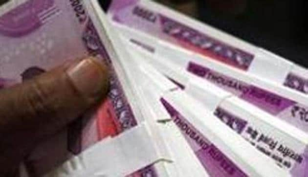 The rupee depreciated by 17 paise to 71.95 against the US dollar in early trade on Thursday(REUTERS)