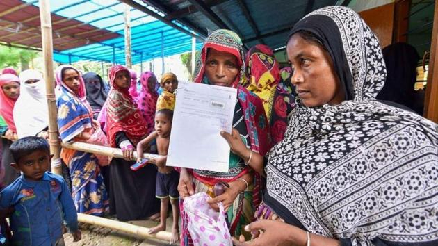 People stand in line to register for NRC.(HT FILE)