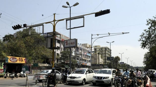 GMDA has decided to install a traffic signal at Rampura chowk and carry out other traffic improvements at the busy intersection.(HT file photo)