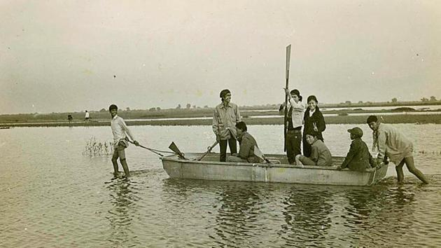 Earlier, the water in the Yamuna used to be clear and attracted tourists and worshippers on a daily basis. Boats could be spotted ferrying travellers across the Yamuna between the 1950s and the 1990s.(Centre for Community Knowledge)