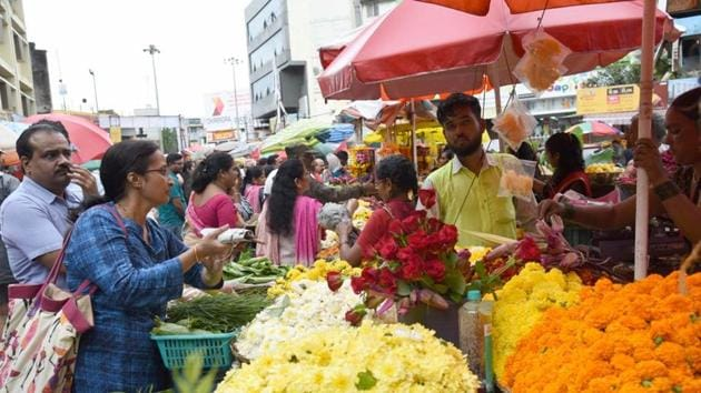 The prices of flowers were in full bloom on the eve of Ganeshotsav starting in the city, much to the dismay of countless devotees who flocked to the market.(HT/PHOTO)