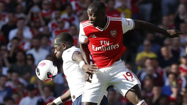 Arsenal's Nicolas Pepe, right, fights for the ball with Tottenham's Moussa Sissoko.(AP)