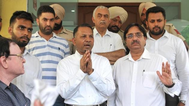 Association president Rajinder Gupta (centre) addressing the media after his decision to resign at the PCA Stadium in Mohali on Sunday. Association's elections are scheduled for September 8.(RAVI KUMAR/HT)