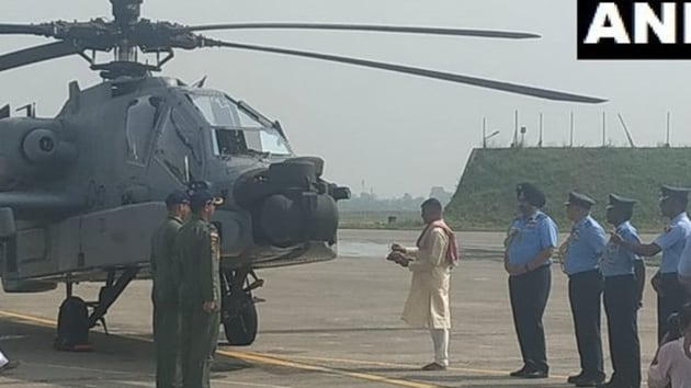 Air Chief Marshal BS Dhanoa and Western Air Commander Air Marshal R Nambiar near the Apache choppers for 'Pooja' ceremony before induction at the Pathankot Air Base. (ANI photo)