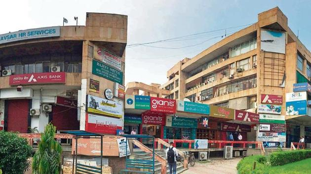 The Qutub Plaza complex in DLF Phase 1, one of the most popular markets in the city, faces the risk of being shut.(Parveen Kumar/HT Photo)