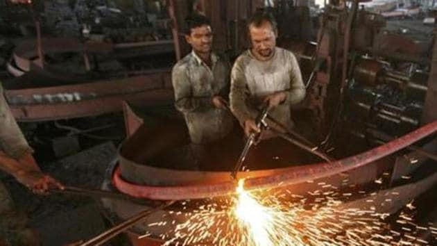India's longest growth slump since 2012 is heightening concern that it may be tough for policy makers to reverse the slowdown.(Reuters Photo)