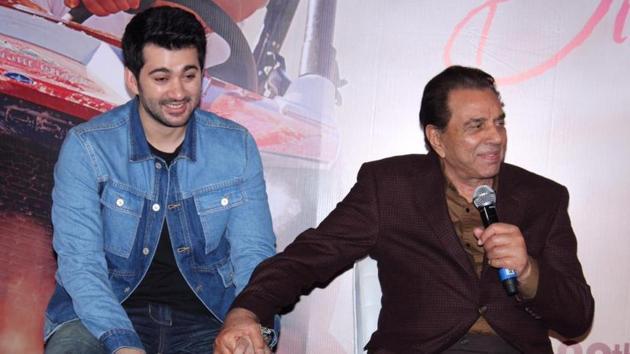Karan Deol and Dharmendra shared the stage at Pal Pal Dil Ke Paas trailer launch.(Varinder Chawla)