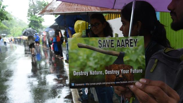 Protesters form a human chain during protest destruction of Aarey Colony.(HT Photo)