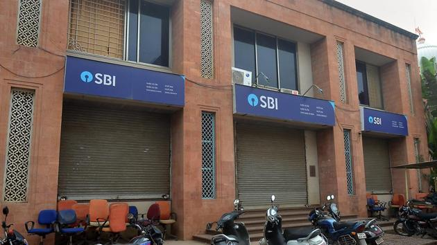 State Bank of India (SBI) on Friday issued a notification inviting online applications from candidates interested in joining the bank as specialist cadre officers.(HT/file)