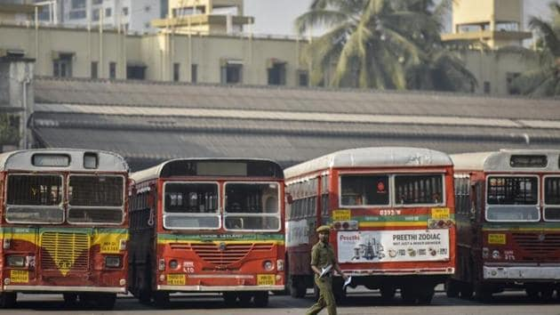 BEST has geo-mapped nearly 6,000 bus stops and over 400 bus routes. BEST operates over 3,100 buses on these routes which ferry nearly 30 lakh passengers every day.(HT PHOTO.)