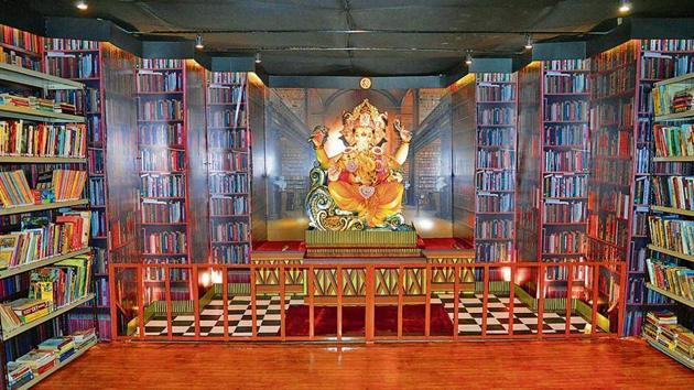 Mohanapuram Ganeshotsav Mandal at Mohanpuram Complex, Ambarnath, has designed a book-themed mandal this year. The arrangement has 3,000 books and an eco-friendly idol.(rishikesh choudhary/ht photo)