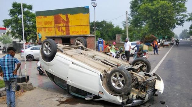 The occupants of the car sustained minor injuries and were discharged from hospital after first aid.(HT Photo)