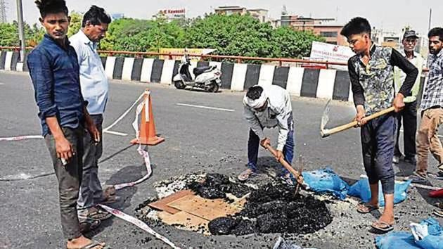 The Jaipur-Delhi side of the flyover was damaged on May 8 this year. This was the second time it was damaged in a year.(HT File)